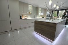 Floating kitchen island effect