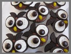 oreo owl cupcakes. Making these for the cake walk at the school fundraiser. Sure to be a Hoot!