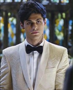 Find images and videos about shadowhunters, alec lightwood and matthew daddario on We Heart It - the app to get lost in what you love. Alec Lightwood, Isabelle Lightwood, Shadowhunters Malec, Shadowhunters The Mortal Instruments, Matthew Daddario Shadowhunters, Clace, Cassandra Clare, Most Beautiful Man, Gorgeous Men