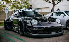 Everything about the most beautiful car in the planet. Porsche 993, Porsche Autos, Black Porsche, Porsche Cars, Custom Porsche, Automobile, Rauh Welt, Porsche Models, Tuner Cars