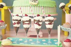 Festa infantil tema Confeitaria | Macetes de Mãe Candyland, 1 Year Birthday, Chef Party, Masterchef, Festa Party, Candy Party, Dessert Table, Hello Kitty, Cupcake