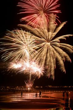 Folly Beach SC Fireworks 2013 | by Joseph W. Nienstedt