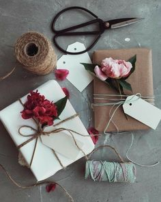 Wrapping Gifts 853572935604838706 - For that special someone. An easy DIY idea using items found in the house. Source by Wrapping Gifts 853572935604838706 - For that special someone. An easy DIY idea using items found in the house. Flower Packaging, Gift Packaging, Simple Packaging, Packaging Ideas, Creative Gift Wrapping, Creative Gifts, Wrapping Gifts, Wrapping Papers, Wrapping Paper Ideas