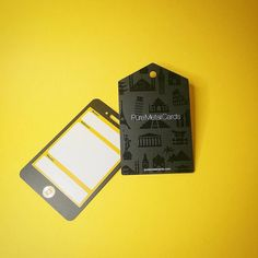 Identificadores de malas facilitam a localização do dono em caso de extravio. Créditos: Pure Metal Cards. Fonte: Flickr