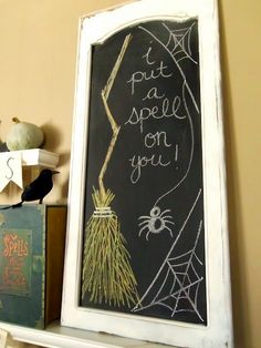 Halloween chalkboard designs that you will like in 2014 - i put a spell on you # Theme Halloween, Halloween Signs, Holidays Halloween, Spooky Halloween, Halloween Pumpkins, Halloween Crafts, Holiday Crafts, Holiday Fun, Happy Halloween