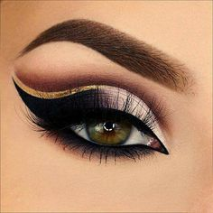 The cut-crease was used in early black and white/silent movies to draw attention to the eyes of actresses. Makeup Inspo, Makeup Art, Makeup Inspiration, Makeup Tips, Beauty Makeup, Makeup Ideas, Arabic Eyes, Arabian Makeup, Eye Makeup Designs