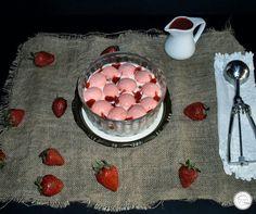 Coisas simples são a receita ...: Gelado de nata com suspiros e calda de morango