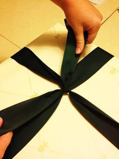 How to tie a perfect Williams-Sonoma style gift bow - from one of the store's own employees!
