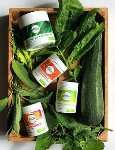 Odpowiednio zbilansowana i zróżnicowana dieta, bogata w warzywa i owoce, powinna w zaspokajać zapotrzebowanie naszego organizmu na witaminy i minerały.… Spirulina, Pickles, Cucumber, Food, Diet, Plants, Essen, Meals, Pickle