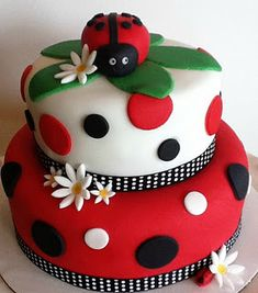 20 Ideas for Ladybug Birthday CakeYou can find Ladybug cakes and more on our Ideas for Ladybug Birthday Cake Ladybug Cakes, Baby Ladybug, Ladybug Party, Ladybug Birthday Cakes, Fancy Cakes, Cute Cakes, Decors Pate A Sucre, Birthday Cake For Mom, Cake Designs