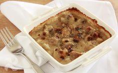 Deliciosas cazuelitas de champiñones gratinados con suave bechamel de quinoa. Un plato totalmente vegano y apto para celíacos.