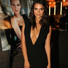 Emily Ratajkowski Shows Off Deep Cleavage. Shows deep cleavage at Ocean Drive magazine party. Emily Ratajkowski Look, Famous Models, Black Midi Dress, Famous Women, Celebs, Celebrities, Looking Stunning, Glamour, Sexy