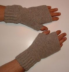 Free Crochet Men's Fingerless Gloves Pattern