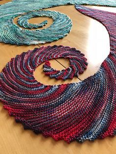 One Skein Wonder is an easy scarf that is worked from corner to edge using increases as well as bind-off stitches in order to show off the color changes in the skein on a bias. Although it isn't necessary, a variegated skein of yarn is highly recommended Shawl Patterns, Knitting Patterns Free, Free Knitting, Crochet Patterns, Free Pattern, One Skein Crochet, Crochet Motifs, Crochet Shawl, Crotchet