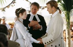The Patriot: Before war strikes, Gabriel (Heath Ledger) weds Lisa (Anne Howard) with friends and family by their side. We don't want to spoil the movie, but it's a shame they don't get to live happily ever after Movie Wedding Dresses, Wedding Movies, Wedding Scene, Heath Legder, Mel Gibson, Movie Costumes, Period Costumes, Tv Episodes, Wedding Gallery