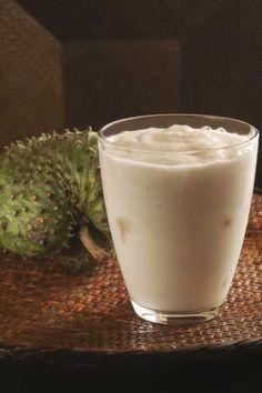 Prepara un licuado nutritivo y saludable con guanabana, una bebida que te encantará.