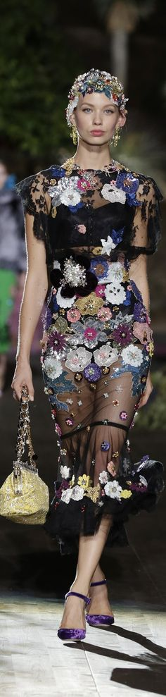 Kate when i thought there was a limit to to the amount of tackiness that could be imbued upon one garment. ..yet again I am proved wrong. .......Dolce & Gabbana Alta Moda Fall 2015