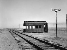 La vida no imita al arte: La poesía de los caminos de tierra en la fotografí...
