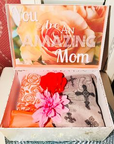 You Are An Amazing Mom YouAreBeautifulBox. Gift for Mom. Gift for Grandma. New Mom Gift. Unique Gifts For Mom, Gifts For New Moms, Gifts For Family, Tween Girl Gifts, Baby Gifts, Baby Presents, Baby Shower Gift Basket, Mom Birthday Gift, Birthday Quotes
