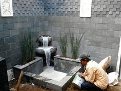 Cute Minimalist Fishpond Design for Privacy Small Backyard Fish Ponds Backyard, Fish Pool, Backyard Water Feature, Small Backyard Gardens, Backyard Garden Design, Backyard Landscaping, Backyard Privacy, Backyard Designs, Garden Waterfall