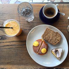 BUONGIORNO 🌞#saturday #saturdaymood #breakfast #breakfastlover #breakfasttime #brioches #krapfen #applepie #orangejuice #coffee #weloveourjob #weloveourclients