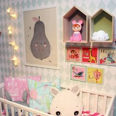 Kidsroom decor, Pirum Parum pear print, house shelves with Woodland doll coin bank and could night light, Woodland rabbit party string lights via the80sme