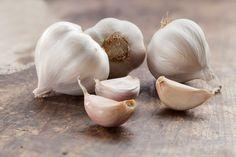 Quest'oggi Checucino.it in questo articolo vi parlerà della tisana all'aglio. Vediamo come preparare quest'antibiotico naturale... Aglio, Vegetables, Shape, Vegetable Recipes, Veggies