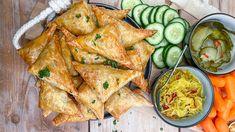 Indische bladerdeeg hapjes met pittig gehakt - Mind Your Feed Tapas, A Food, Food And Drink, Ramadan Recipes, Ramadan Food, Snacks Für Party, Guacamole, Buffet, Sandwiches