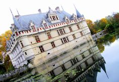 Here's a quick guide to exploring the Loire Valley castles: which castles to visit, what to look for and how to do it. Plus pretty photos!