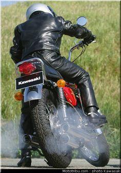 Kawasaki 500, Kawasaki Bikes, Motorbike Leathers, Motorcycle Suit, Cool Bikes, Vintage Japanese, Cars And Motorcycles, Motorbikes, Leather Men