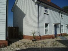 Marsh View Cottage - 2 bedroomed seaside cottage with rural views to the rear just a few minutes walk from Camber Sands beach Uk Tourism, Camber Sands, Dog Friendly Holidays, Home Id, Self Catering Cottages, Uk Holidays, Medieval Town, The Dunes, East Sussex
