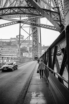 Ponte Luis I www.webook.pt #webookporto #porto Douro, Suspension Bridge, Pathways, Porto City, Colorado, Explore, Black And White, World, Places