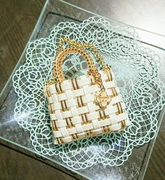 Lady Dior, Plastic Canvas, Diy And Crafts, Monogram, Michael Kors, Pattern, Kimono, Craft Bags, Yellow