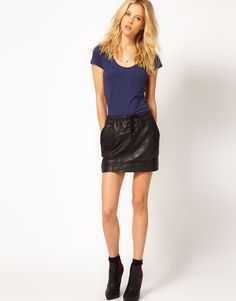 if you're going for the casual look this paperbag tie waist style is perfect.