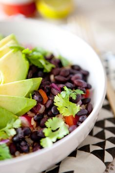 This burrito bowl from A House in the Hills looks so nourishing and delicious. This would be the perfect dinner and any leftovers could be packed up for lunch the next day! Veggie Recipes, Mexican Food Recipes, Whole Food Recipes, Vegetarian Recipes, Healthy Recipes, Nutrition Guide, Food Nutrition, Vegan Burrito Bowls, Gourmet