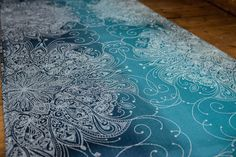 A beautiful fade of blues and teals with the flowing elegance of the Sundara pattern in ecru. 25% wild silk, 25% cotton, 50% organic combed cotton, approx 242gsm. Washing Our cotton and linen only nee
