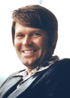 Glen Travis Campbell (born April is an American country music singer… Country Western Singers, Country Musicians, Country Music Artists, Country Music Stars, Country Boys, American Country, 60s Music, Folk Music, Music Icon