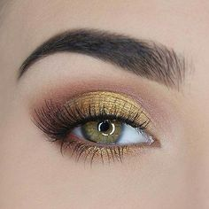 Shop Too Faced's Chocolate Gold Eyeshadow Palette at Sephora. A matte and metallic eyeshadow palette that's infused with real gold and cocoa powder. Natural Eye Makeup, Eye Makeup Tips, Smokey Eye Makeup, Beauty Makeup, Makeup Ideas, Makeup Tutorials, Natural Beauty, Makeup Products, Drugstore Beauty