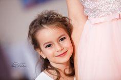 Fotograf de botez București - Fotograf botezuri - Fotografia de botez Girls Dresses, Flower Girl Dresses, Wedding Dresses, Fashion, Bridal Dresses, Moda, Bridal Gowns, Dresses Of Girls, Wedding Gowns