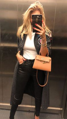 Hermes Kelly mini bag Dior Purses, Chloe Purses, All About Fashion, Passion For Fashion, Hermes Kelly 25, Dress Like A Parisian, Kelly Bag, Hermes Bags, Mode Style