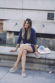 Natalia Cabezas Crossed legs