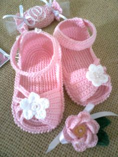 Baby shoes for girls diy crochet sandals 57 Trendy Ideas Crochet Baby Sandals, Booties Crochet, Crochet Shoes, Crochet Slippers, Baby Booties, Crochet Bebe, Baby Girl Crochet, Crochet Baby Clothes, Love Crochet
