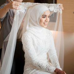 Malay Wedding Dress, Kebaya Wedding, Muslimah Wedding Dress, Disney Wedding Dresses, Muslim Brides, Pakistani Wedding Dresses, Cheap Wedding Dress, Wedding Gowns, Wedding Cakes