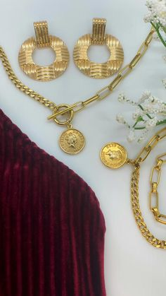 Dainty Jewelry, Gold Jewelry, Gold Necklace, Jewelry Organization, Queen Elizabeth, Best Sellers, Velvet, Collection, Shopping