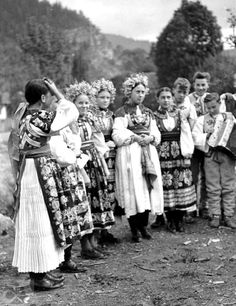 #LiptovskáLúžna #Liptov #Slovensko #Словакия #Slovakia Ethnic Outfits, Ethnic Dress, Ethnic Clothes, Folk Costume, Costumes, The Older I Get, Heart Of Europe, Folk Embroidery, European Countries