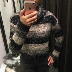 Forever 21 sweater 💋 Very comfy and soft touching feeling💝. I bought this sweater only 1️⃣ week ago and only wore 1️⃣ time. Very very new🎀 Forever 21 Sweaters