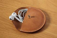 Cousu à la main écouteur en cuir végétal affaire par AnneSoye