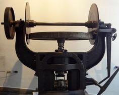 1800, primeira prensa mecânica em ferro, a produção era muito superior