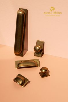 Queslett has a classic New England look, the perfect brass hardware choice for kitchen and utility cabinets. This range consists of two knobs, with a choice of a square or rectangular backplate & a pull handle to decorate cabinets, alongside the option of a knob without a backplate for a more simplistic look. Comes in over 20 finishes to transform doors and drawers in an instant. Brass Cabinet Hardware, Kitchen Cabinet Handles, Utility Cabinets, Farrow And Ball Paint, Luxury Kitchen Design, Painting Cabinets, Kitchen Styling, Appliance, Rustic Style