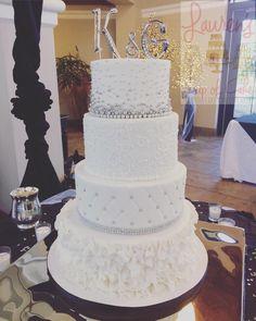 #wedding #cake #weddingcake #laurenscupofcake #whiteandsilverweddingcake